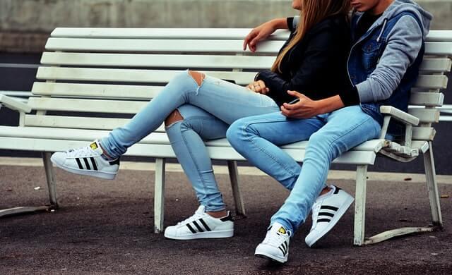 お揃いのスニーカーをカップルで履こう!ペアでおすすめの靴ブランド11選!