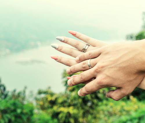 ペアリングをつける指はどこがいい?つける位置ごとの意味や買う時期も紹介!
