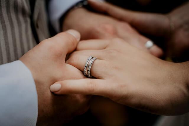 ペアリングの選び方とは?人気の指輪を買う前に確認しよう!