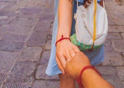 ペアアクセサリーをカップルで身につけよう!人気のリングやアンクレットを紹介!