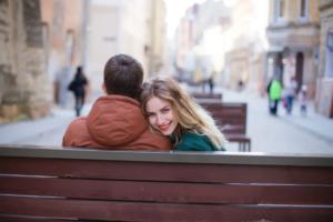 嫉妬しない方法を紹介!恋愛でやきもちを焼きやすい人の特徴も解説します!