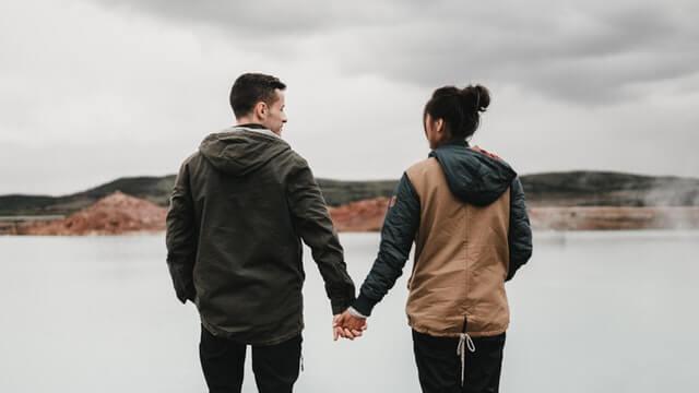 彼氏と仲直りする時はどっちから謝る?